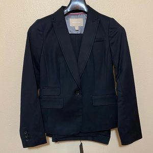 Banana Republic NWT black pant suit. Size 4.